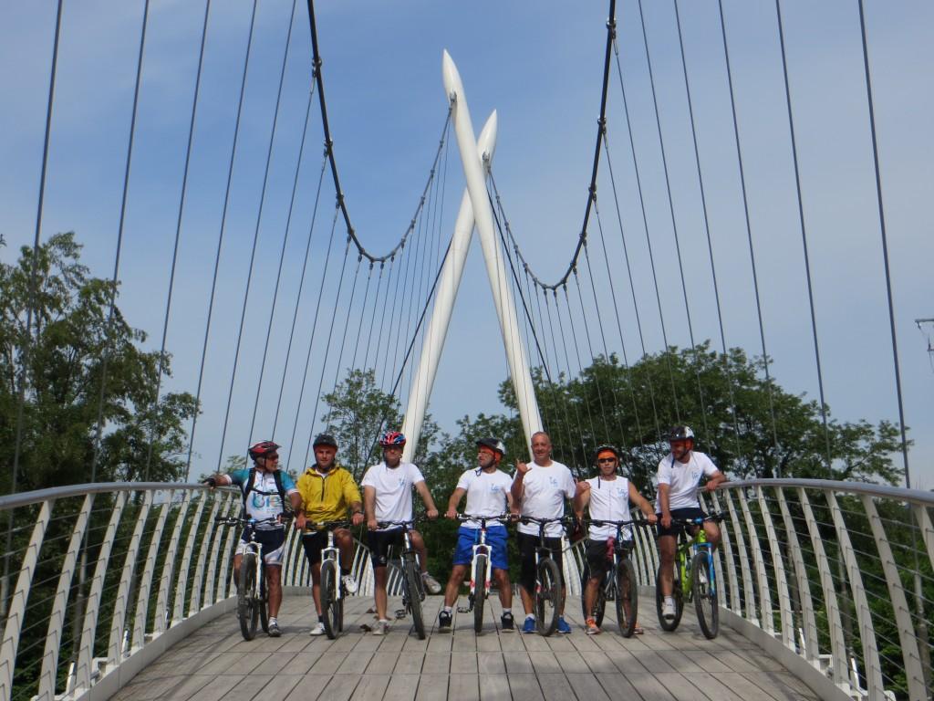 Avveniristico ponte sulla ciclabile di Seriate